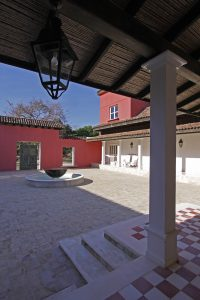 La Conchita | Large Courtyard with Fountain